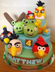 Angry-Birds-and-Pigs-cake