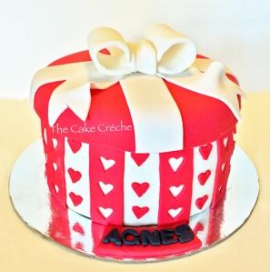 Red gift box cake